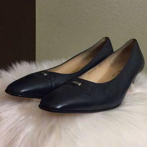 Classy Salvatore Ferragamo signature heels!